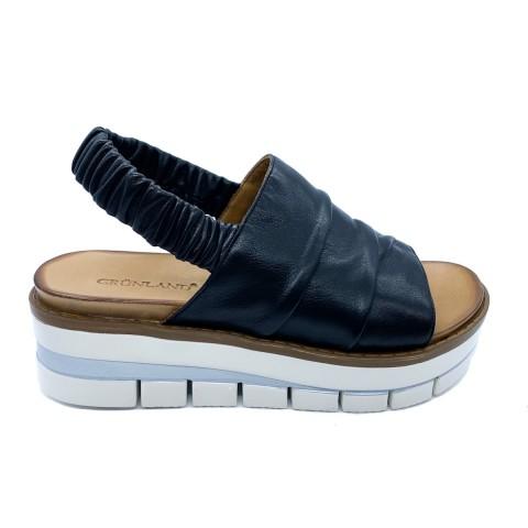 Sandalo nero donna in pelle arricciata Grunland